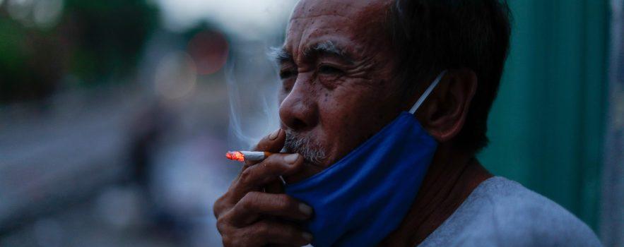 Man smoking with mask