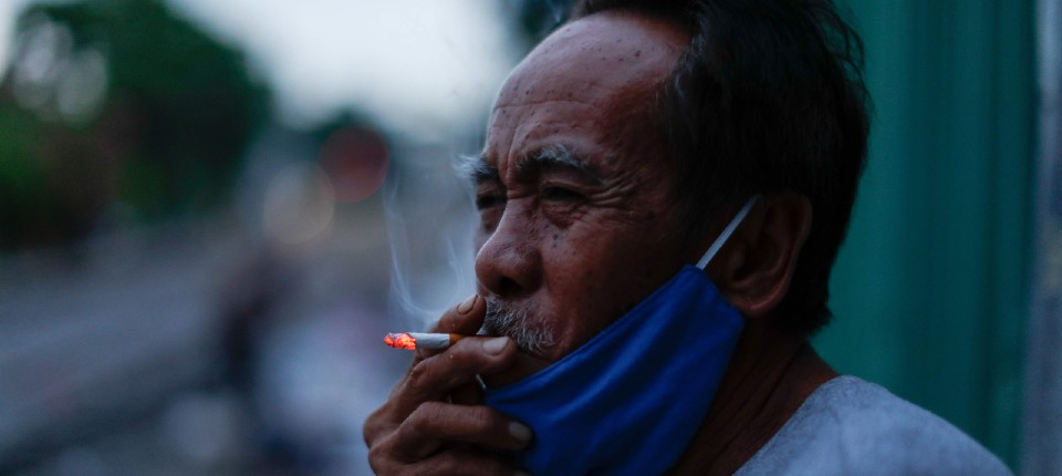 Man smoking with mask credit Reuters_960